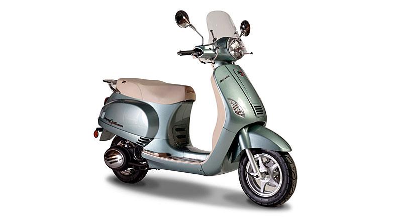 Lanzamiento del scooter Expert 150 Milano de Corven