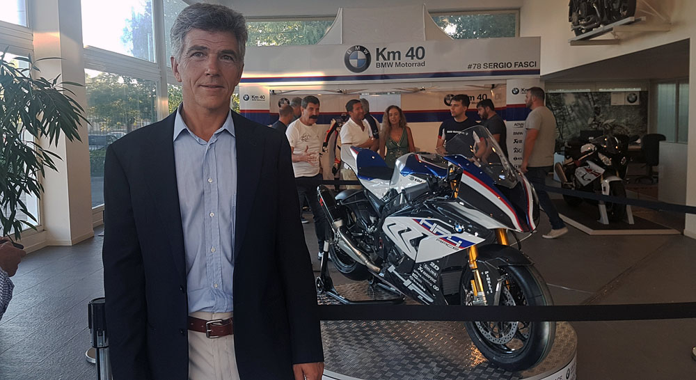 Lanzamiento exclusivo: BMW HP4 RACE en KM40 Pilar