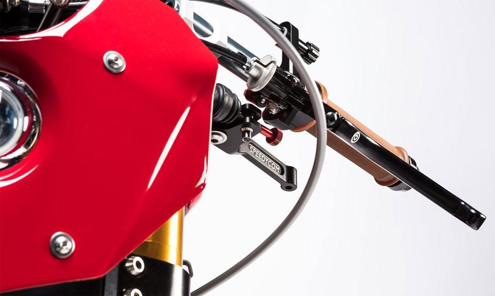 Alpinestars cumple 55 años y lo celebra con una Ducati customizada