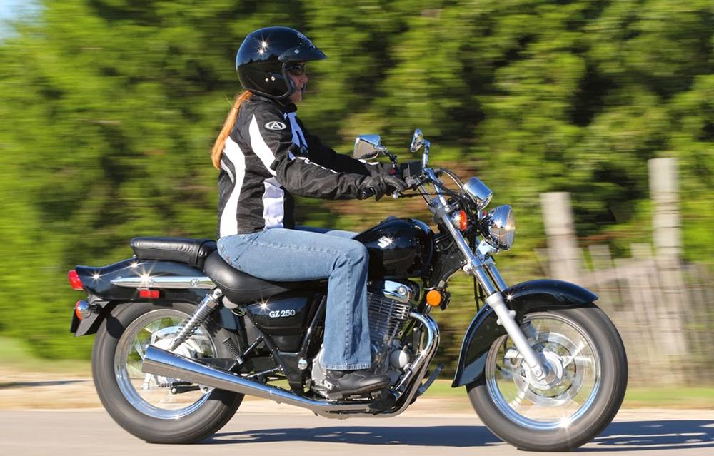 Seguridad Vial: Manejo seguro de motos para mujeres