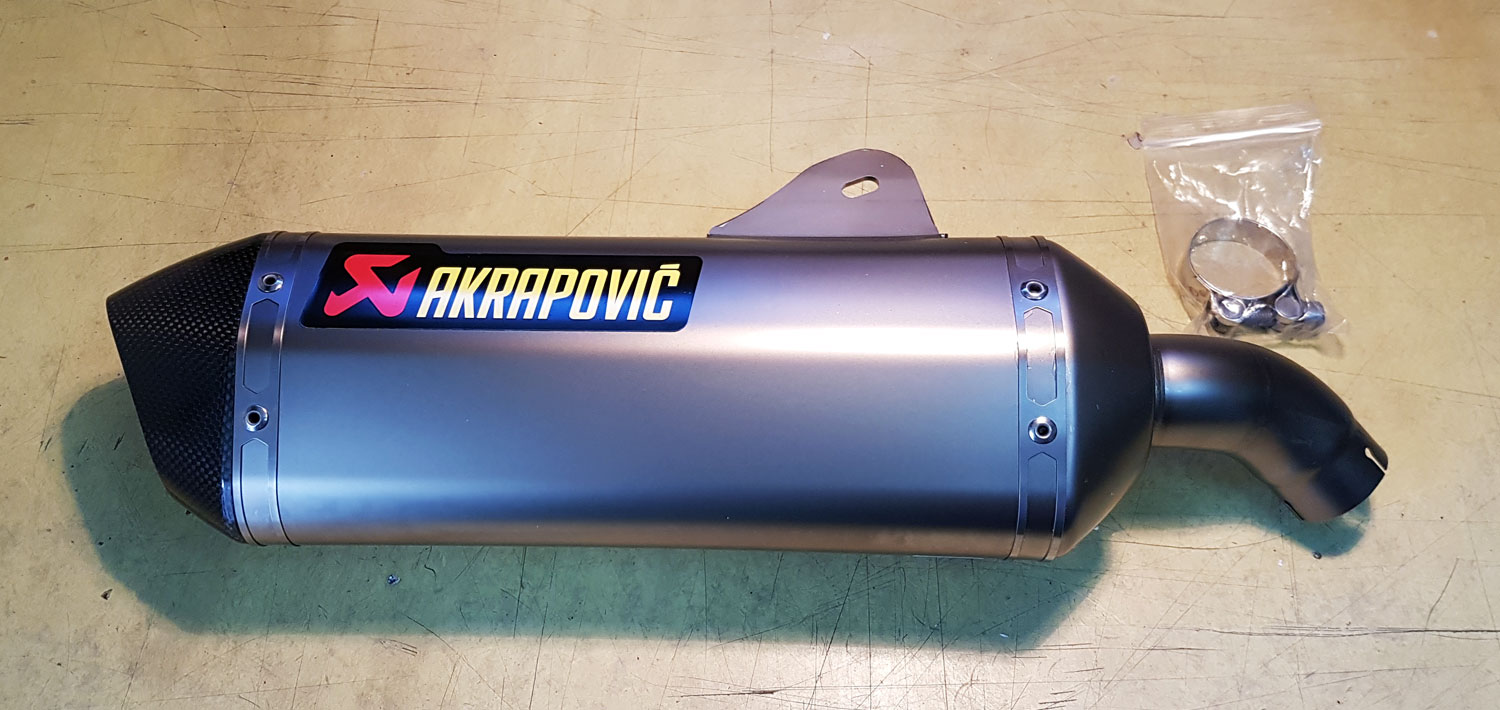 Unboxing Escape Akrapovic para scooter BMW C650 GT