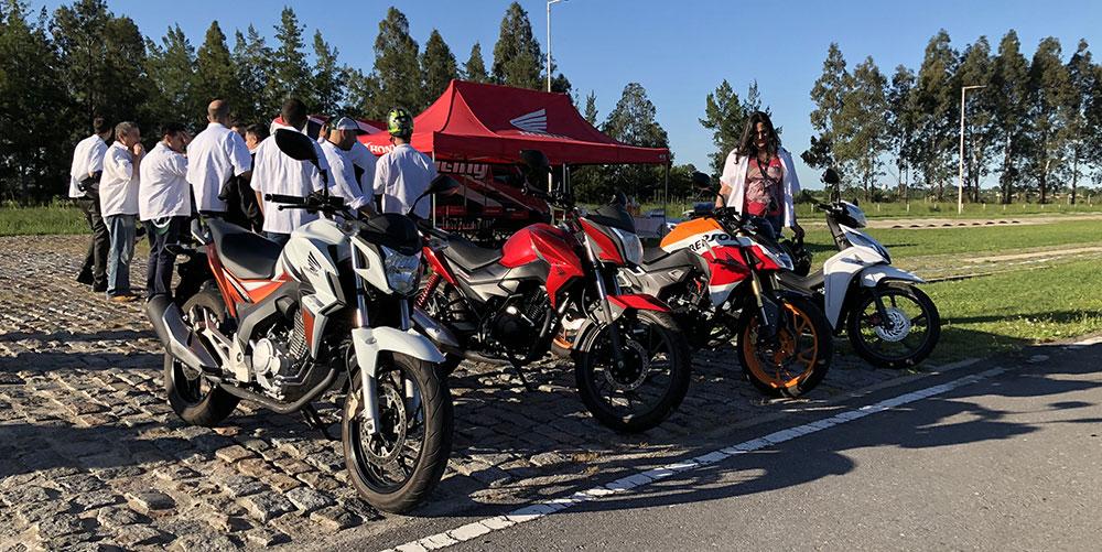 Visita del Club Honda PCX 150 Argentina a la planta de Honda en Campana