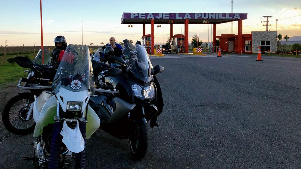Consejos para viajar en moto: la importancia de parar a descansar