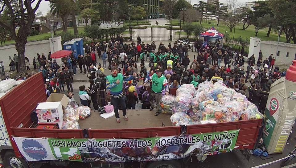 14 Caravana Solidaria del KawaClub al Garrahan por el día del Niño