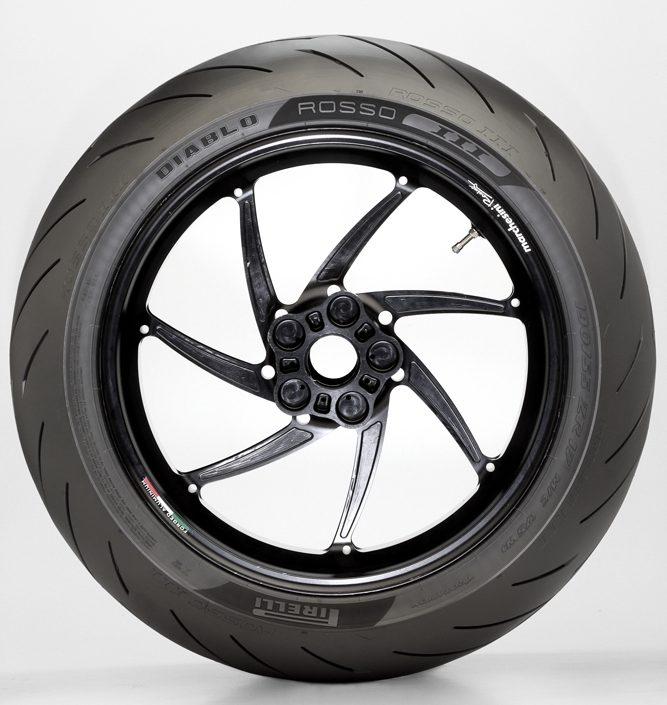 Las Pirelli DIABLO ROSSO™ III elegidas como equipo original para la nueva Kawasaki Z H2 Hypernaked